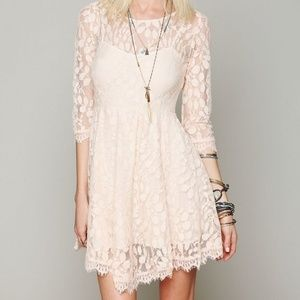 FREE PEOPLE gorgeous lace dress